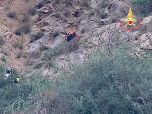 Caminia – Giovane tenta il suicidio lanciandosi da scogliera