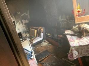 Abitazione in fiamme nel catanzarese, 56enne lievemente intossicata