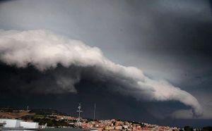 Allerta meteo per la Calabria jonica, previsti temporali e venti forti