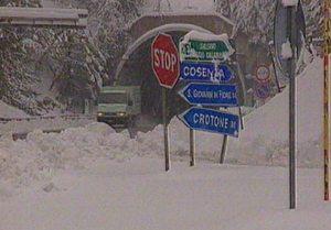 Imperversa il maltempo in Calabria, torna la neve in Sila