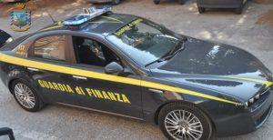 Bancarotta e autoriciclaggio, arrestati sindaco calabrese e il figlio