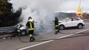Scontro tra 3 auto sulla Statale 106 a Copanello, tre feriti gravi