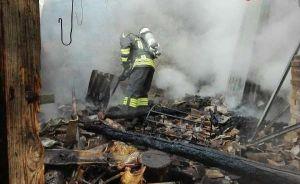 Incendio in un magazzino agricolo, indagini sulle cause del rogo