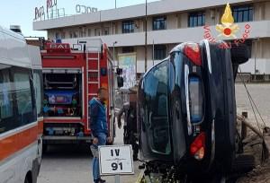 Auto contro il guardrail a Satriano, un ferito