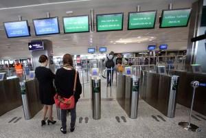 """Imbarco chiuso a Lamezia, niente volo: due donne """"furiose"""" arrestate"""