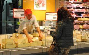 Allerta alimentare molto seria: formaggio morbido richiamato per la presenza di Escherichia coli