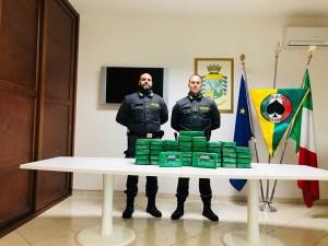 Sequestrati 53 kg di cocaina nel porto di Gioia Tauro, era nascosta in un carico di frutta esotica