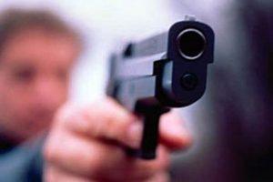 """Conto troppo """"salato"""" al ristorante, proprietario minacciato con la pistola"""