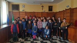 Girifalco – In attesa del baby sindaco, 26 studenti fanno visita al Comune