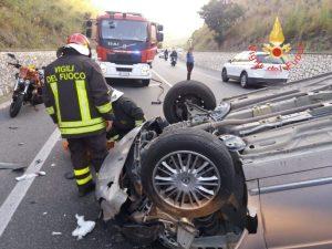 Pauroso incidente sulla Statale 106 a Caminia di Stalettì, tre feriti