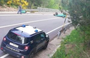 Auto si ribalta sulla Statale 107, giovane conducente grave in ospedale