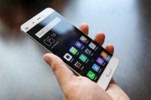 I telefoni cellulari stanno cambiando lo scheletro umano