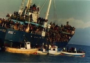 Badolato – 24 agosto 1997, il primo sbarco profughi nel ricordo di Daniela Trapasso poi direttrice CIR-Calabria