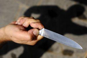 Ubriaco ed armato di coltello in giro per Catanzaro, 23enne arrestato