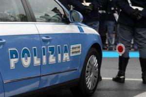Minaccia vicina di casa e agenti di Polizia, 61enne arrestato