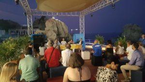 Al lido di Pietragrande una serata culturale tra libri e degustazioni