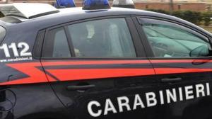 Per sfuggire alla violenza si nasconde in bagno, salvata dai Carabinieri