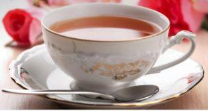 Bere una tazza di tè ogni giorno fa bene al cervello. A dirlo gli scienziati inglesi