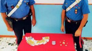 Sorpresi in auto con eroina e denaro contante, due giovani arrestati