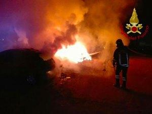 Incendiata l'auto di un sacerdote, indagini