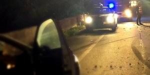 Finisce fuori strada e precipita con l'auto da un ponte, morto un 27enne