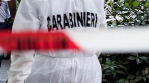 Trovato il cadavere di un 42enne in un appartamento, indagini in corso