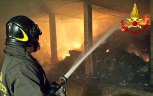 Li chiudono in garage e danno fuoco, tragedia sfiorata per tre calabresi in Lombardia