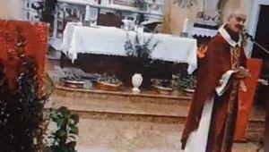 Parroco calabrese sfida i divieti anti-covid19 e celebra messa davanti fedeli