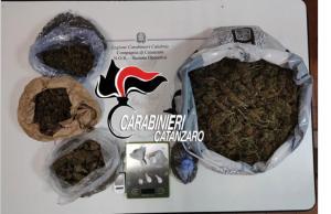 Aveva oltre 2 kg di droga in casa, 40enne arrestato nel catanzarese