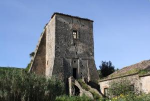 Satriano – La Torre Ancinale, bene storico, minaccia di crollare