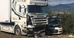 Violentissimo scontro tra auto e tir, un 46enne perde la vita