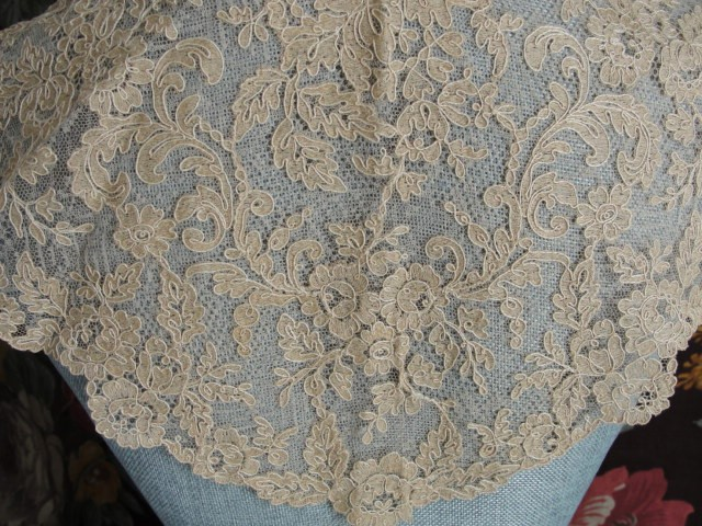 Breathtaking Large Antique French Lace Collar Tambour
