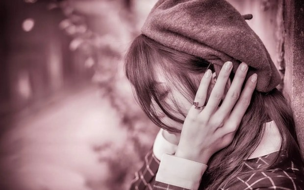 صور بنات حزينة للأنستقرام