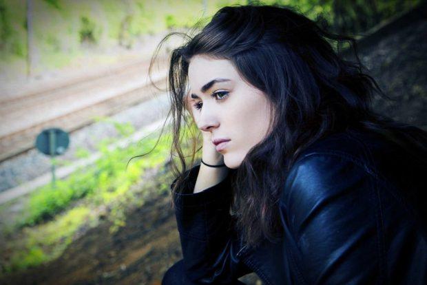 صور بنات حزينة للفيس بوك والأنستقرام