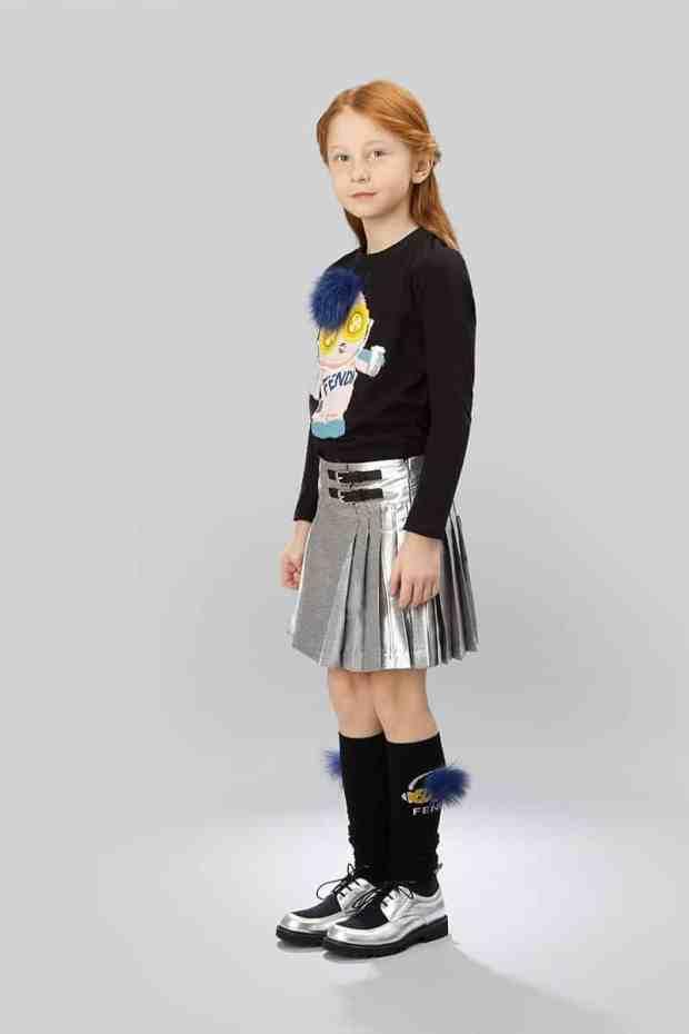 صور أحذية أطفال على الموضة لفصل الشتاء جديدة