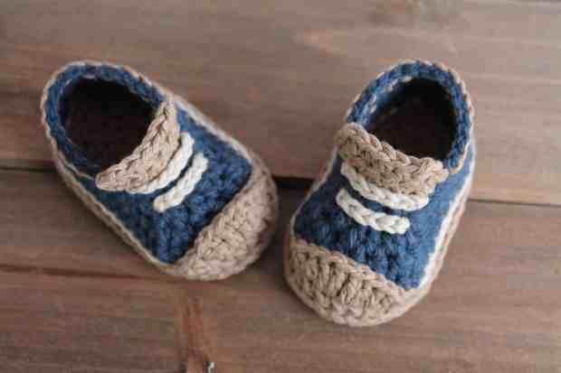 صور تصميمات أحذية كروشية للأطفال الصغار جميلة جدا