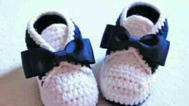 صور أحذية كروشية للأطفال جامدة