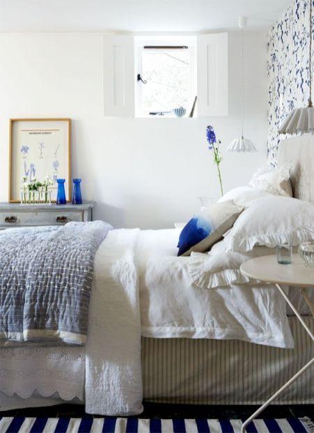 Des petites touches de bleu dans la chambre