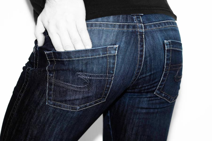 Fesses d'une femme dans un jean