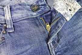 Braguette d'un jean customisé