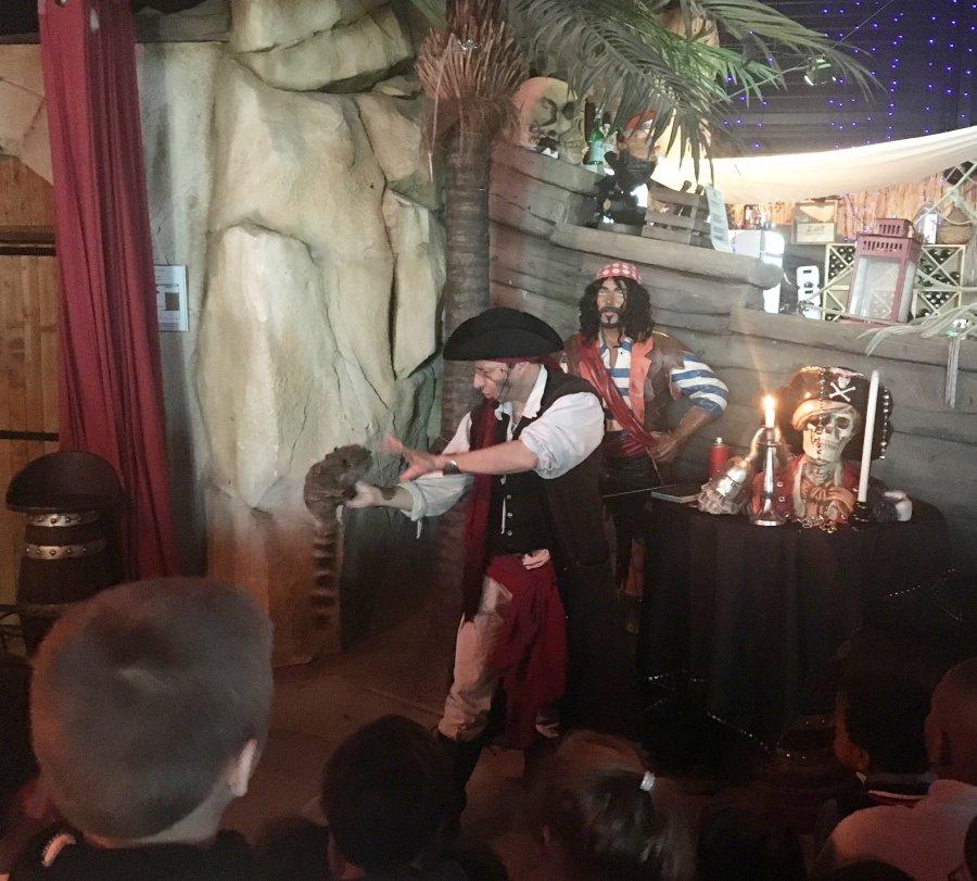 Spectacle de magie au restaurant des pirates