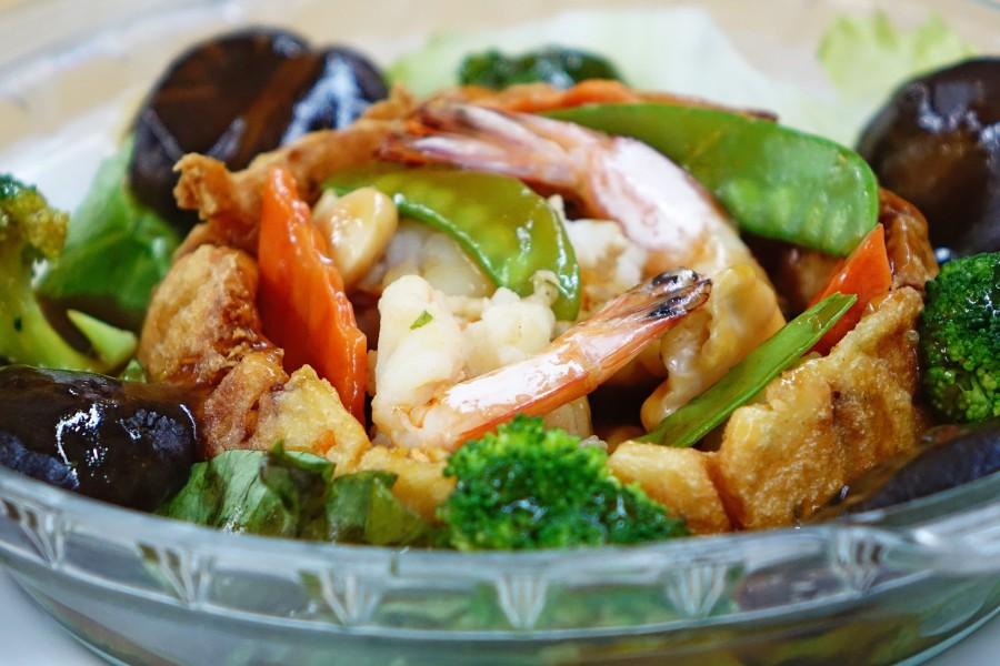 Assiette de légumes cuits au wok