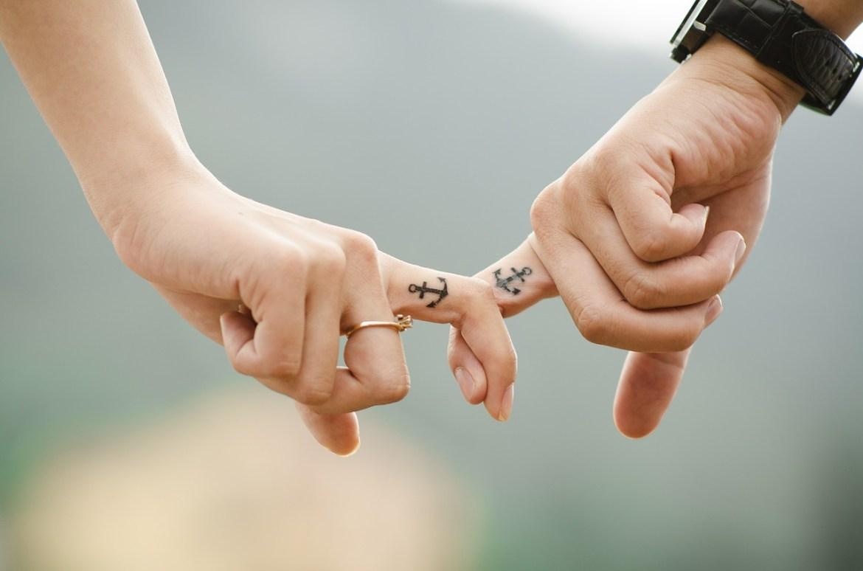 Mains d'un couple