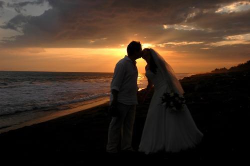 Las playas de Monterrico fueron el escenario para la boda de esta pareja. (Foto Flickr)