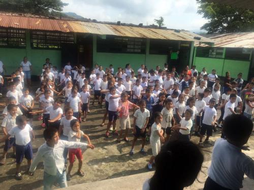 Los alumnos disfrutan de la actividad días antes de la tragedia. (Foto: Soy502)