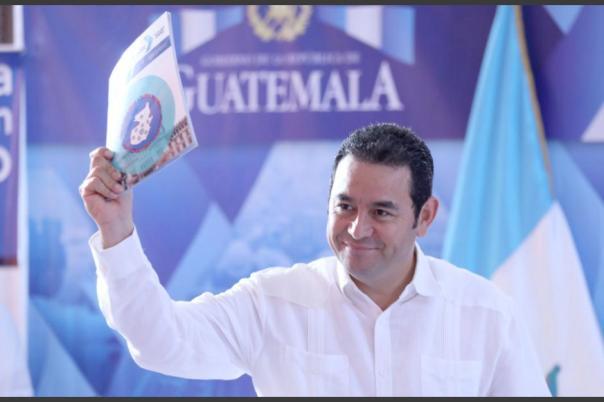 El presidente Jimmy Morales participó en la sesión extraordinaria en Petén. (Foto: Gobierno)