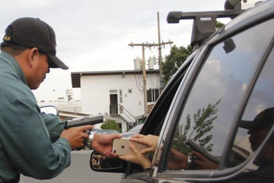 Los asaltantes fueron grabados por un conductor que pasaba por el lugar. (Imagen con fines ilustrativos. Archivo/Soy502)