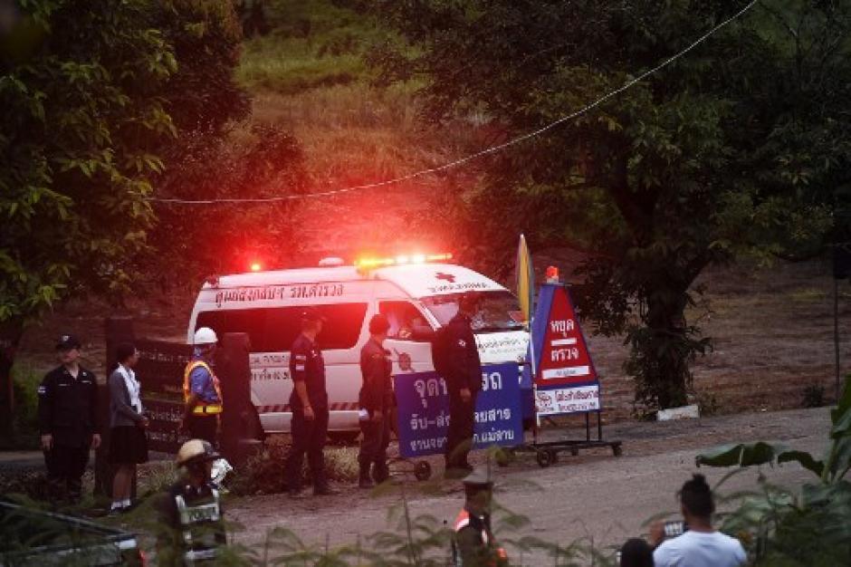 Los equipos de rescata trabajan para rescatar a los chicos, tomará varios días, informaron (Foto: AFP)