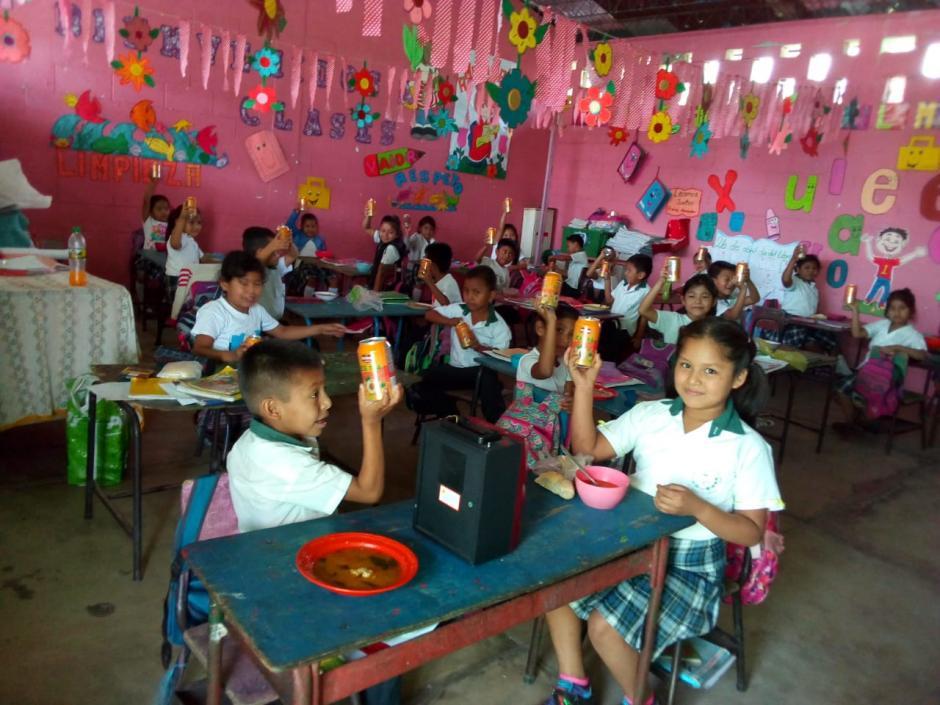 El interior de la escuela era muy colorido. (Foto: Soy502)