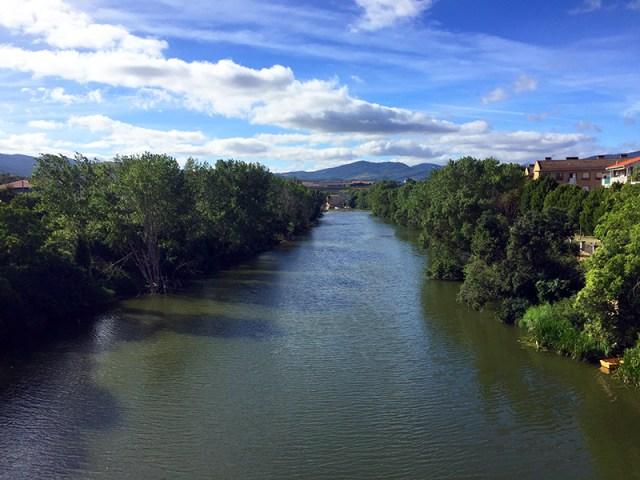 아르가 강은 흐르고